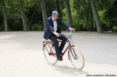 Photoshoot by #madridcyclechic with #pilen bicycles #avantum