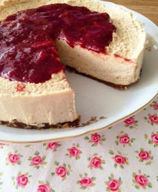Cheesecake without gluten and dairy free. (RAW)- Cheesecake without gluten and dairy free. Low Calorie Desserts, Healthy Desserts, Raw Food Recipes, Sweet Recipes, Cake Recipes, Healthy Recipes, Gluten Free Cakes, Vegan Gluten Free, Gluten Free Recipes