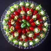 Perfect day for a family picnic! Bringing some picnic-friendly skewers of tomato… Perfect day for a family picnic! Bringing some picnic-friendly skewers of tomato, bocconcini and basil drizzled with olive oil and a… Holiday Appetizers, Appetizer Recipes, Holiday Recipes, Best Party Appetizers, Skewer Appetizers, Family Picnic Foods, Smoked Salmon Appetizer, Caprese Skewers, Tomato Mozzarella Skewers