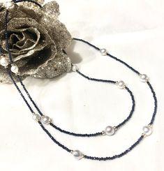 Wunderschöne Safirkette mit eingearbeiteten Readsea-Perlen. Weiters verschönern noch Schmuckscheibchen Silber vergoldet das edle Stück. Ein Schmuckstück das immer passt! Gesamtlänge: ca. 90 cm Verschluß: zarter unauffälliger Karabiner, Silber vergoldet. #traumsteinvienna #handmadeinvienna #finestjewelry #bracekets #earrings #Trends #ladiesloveit #jewelrydesign #gemstones #pearls #silverjewelry #rosegold #whitegold #yellowgold #uniques Vienna, Gold, Trends, Personalized Ornaments, Beaded Jewelry, Gems, Nice Asses, Yellow