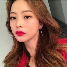 Asian Makeup, Korean Makeup, Asian Woman, Asian Girl, Kpop Hair Color, Bora Lim, Ulzzang Makeup, Girl Face, Asian Beauty