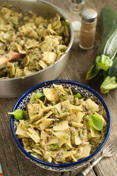 Łazanki z pieczarkami i cukinią Zucchini, Food Dishes, Pasta Recipes, Food Inspiration, Pasta Salad, Potato Salad, Good Food, Food And Drink, Lunch