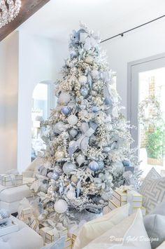 Winter Wonderland Christmas, Gold Christmas, Christmas Holidays, Christmas Crafts, Christmas Tree Inspiration, Beautiful Christmas Trees, Christmas Tree Decorations, Holiday Decor, Peacock Christmas Tree