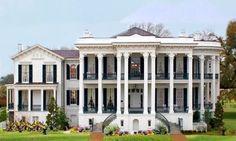 La Nottoway Plantation House,située  en Louisiane, est une demeure liée à une plantation de coton.  Construite entre 1855 et 1859 pour la famille de John Hampden Randolph, qui voulait ce qu'il y a de plus grand,elle possède 64 pièces ouvertes sur 200 fenêtres. Tombée dans l'oubli lors de la fin de l'exploitation de la plantation au 19ème siècle, elle fut heureusement restaurée dans les années 1980 et inscrite sur le National Register of Historic Places.