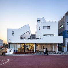 Gallery of Tea-Um / ThEPlus Architects - 9 Colour Architecture, Interior Architecture, Home Building Design, House Design, Modern Townhouse, Cafe House, Contemporary Style Homes, Small Buildings, Interior Exterior