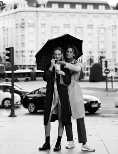 Alvaro Beamud Cortes Captures Sophia Ahrens In 'Entre Tu Y Yo' For Vogue Spain February 2018 — Anne of Carversville 90s Fashion, Fashion Photo, Fashion Brand, Vogue Spain, Female Photographers, Old Hollywood Glamour, Best Couple, Couple Shoot, Editorial Photography