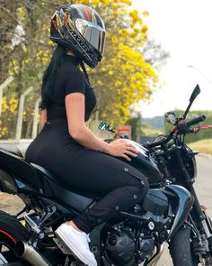Women Riding Motorcycles, Old Motorcycles, Biker Chick, Biker Girl, Teenage Girl Photography, Dirt Bike Girl, Motorcycle Design, Motorcycle Girls, Bike Photo