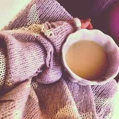 cozy up with a warm sweater and a cup of tea Parisienne Chic, Mauve, Pause Café, Lavender Cottage, I Love Coffee, Coffee Pics, Coffee Shop, Breakfast In Bed, Getting Cozy