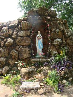 Gruta de Nossa Senhora de Lourdes junto a Igreja da Colônia Esperança em Arapongas - Paraná