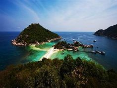 Koh Tao Nangyuan Island Dive Resort Thailand, Asia Located in Koh Nang Yuan, Nangyuan Island Dive Resort is a perfect starting point from which to explore Koh Nang Yuan (Suratthani). The hotel has everything you need for a comfortable stay. Room service, restaurant, tours, coffee shop, shops are just some of the facilities on offer. Guestrooms are designed to provide an optimal level of comfort with welcoming decor and some offering convenient amenities like air conditioning, ...