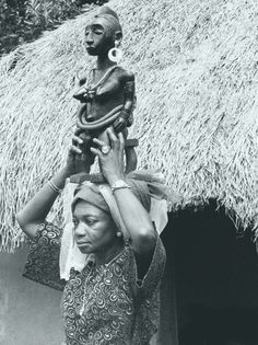 © 2018 Fowler Museum. All Rights Reserved www.fowler.ucla.edu A senior woman in the family of the owner of this sculpture (Ekotame) demonstrates how the sculpture would be carried during special events. Photograph by Sidney Littlefield Kasfir, Otukp'icho village, 1977