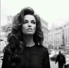 Big curls, this is my dream wedding hair