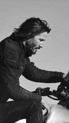 Keanu Reeves John Wick, Keanu Charles Reeves, Looks Black, Black And White, John Wick Movie, Arch Motorcycle, Stars D'hollywood, Keanu Reeves Quotes, Keanu Reaves