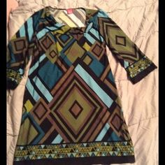 MUST HAVE DRESS Like new never worn Green tone abstract dress, 32-34 bust, 35 inch length. Smoke free pet free home Sunny Leigh Dresses Midi