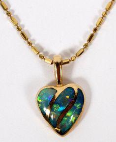 GOLD & OPAL HEART PENDANT NECKLACE.