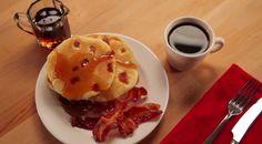 Lettuja tosimiehille: �mancakesit� valmistuvat pekonista ja oluesta! Pancakes Easy, Breakfast Pancakes, Breakfast Recipes, Gourmet Recipes, Waffles, Bacon, Food Reviews, Beer, Root Beer