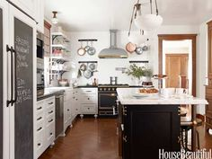 love the hanging pots and pans