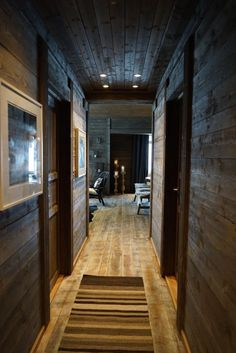 Hallway at the cabin - livingdelux Mountain Home Interiors, Cabin Interiors, Cabins In The Woods, House In The Woods, Log Cabin Living, Montana Homes, Wood Interior Design, Tiny House Cabin, Home Remodeling