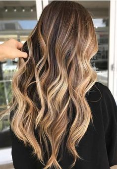 Make the perfect ombre look just by yourself. Mach deinen eigenen Ombre-Look mit… Make the perfect ombre look just by yourself. Mach deinen eigenen Ombre-Look mit diesen Tipps. Faire des cheveux d'ombre vous-même. Ombre Hair Color, Hair Color Balayage, Cool Hair Color, Hair Highlights, Blonde Ombre, Balayage Brunette Long, Fall Balayage, Fall Blonde, Level 7 Hair Color