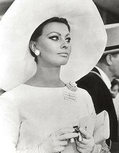 Sophia Loren-Sophia Loren is an Academy Award-winning Italian actress. A striking beauty, Loren is often listed among the world's all time most attractive women. Sophia Loren, Loren Sofia, Carlo Ponti, Classic Hollywood, Old Hollywood, Divas, Italian Actress, Italian Beauty, Ageless Beauty