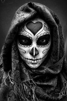 Calavera by Christopher Lucero © (Please leave credit … Ƹ̴Ӂ̴Ʒ) Sugar Skull Mädchen, Sugar Skull Tattoos, Sugar Skull Makeup, Day Of The Dead Girl, Day Of The Dead Skull, Catrina Tattoo, Candy Skulls, Maquillage Halloween, Mexican Art