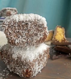 Le voyage du gateaux: Κεκάκια-μπουκίτσες με σοκολάτα και καρύδα      Λα... Food, Travel, Essen, Meals, Yemek, Eten