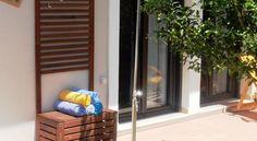 Villa Lofos , Περιβόλια, Ελλάδα. Crete Holiday, Entryway, Villa, Furniture, Home Decor, Entrance, Decoration Home, Room Decor, Mudroom