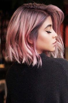 Feathered Medium Style Pink mediumhair bob ❤️ Let us guide you in the world of medium hair styles. We have a collection of the trendiest hairstyles for ladies with shoulder length hair. Medium Hair Cuts, Medium Hair Styles, Short Hair Styles, Brunette Girls, Cabelo Rose Gold, Looks Pinterest, Look Rose, Dye My Hair, Cool Hair Color