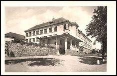 Ivančice - škola 1950 Mansions, House Styles, Home Decor, Decoration Home, Manor Houses, Room Decor, Villas, Mansion, Home Interior Design
