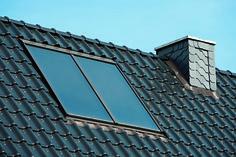 Dubbelzijdig gekleurd bladlood dat harmonieert met dak- en gevelkleuren. #Kleurlood #Bladlood #Lood