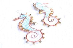 Handmade earrings wire wrapped seahorse di SusyDeMarchiJewelry, €39.50