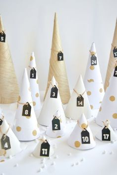 DIY Christmas: 25 do-it-yourself Advent calendars Advent Calenders, Diy Advent Calendar, Christmas Time, Xmas, Diy Weihnachten, Christmas Printables, Holiday Crafts, Christmas Decorations, Calendrier Diy