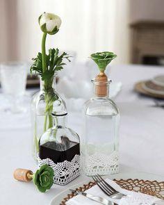 DIY: cruet-stand makeover - for left over favors? Bottles And Jars, Mason Jars, Glass Bottles, Diys, Home Crafts, Diy Crafts, Altered Bottles, Deco Table, Bottle Crafts