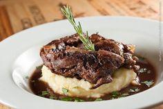 Le Bou Café Bar e Bistro (jantar)    Paleta de cordeiro Maison  Com pûre de batata e molho de vinho tinto