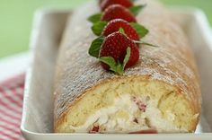 NAMI-NAMI: a food blog: Estonian Strawberry Roulade (Berry Swiss Roll)