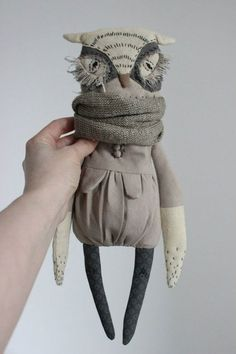 Sewing Toys Olga Sokol is an artist based in Saint Petersburg, Russia. She creates amazing animal dolls with s. Fabric Toys, Fabric Crafts, Pet Toys, Doll Toys, Muñeca Diy, Fabric Animals, Sewing Toys, Soft Dolls, Soft Sculpture