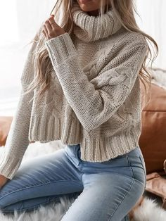 Oversized turtleneck sweater with round neck - Brenda O. sweater neckline Oversized turtleneck sweater with round neck - Brenda O. Play Crochet Crochets Oversized turtleneck sweater with round neck - B Sweater And Jeans Outfit, Cropped Knit Sweater, Sweaters And Jeans, Sweaters For Women, Turtleneck Outfit Winter, Winter Sweaters, Cable Knit Sweaters, Oversized Sweater Outfit, White Knit Sweater