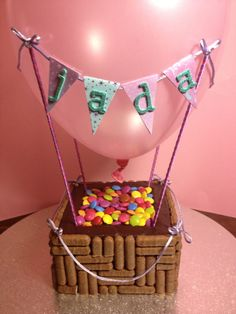 Hot Air Balloon Birthday Cake with Candy! Hot Air Balloon Cake, Balloon Party, Cupcakes, Cupcake Cakes, Balloon Birthday Themes, Tire Cake, Foto Pastel, Cupcake Cake Designs, Creative Cakes