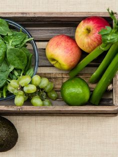 Hulk Blood (2 medium apples, 1 avocado, 3 large stalk celery, 15 grapes, 1 lime, 2 cups spinach)