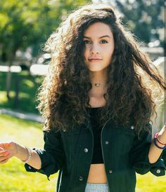 Image uploaded by Mariana Ortega. Find images and videos about curly hair, pretty girl and dosogas on We Heart It - the app to get lost in what you love. Nicole Garcia, Hipster Girls, Tumblr Girls, Youtubers, Your Photos, Bff, Curly Hair Styles, Crushes, Dreadlocks