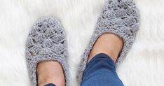 Make this easy crochet slipper pattern and keep yourself warm and comfy. Visit my blog for the free pattern. #freeslipperpattern, #freecrochetwomanslipper, #slippercrochetpattern, #woman'scrochetslipper, #crochetslipper, ##crochetslipperpattern, #crochethouseshoe, #crochetflats, #slippercrochetpattern, #freeslippercrochetpattern