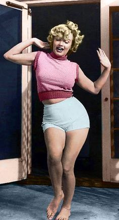 Full Figured Marilyn :: A real female figure. Not a toothpick with no form.