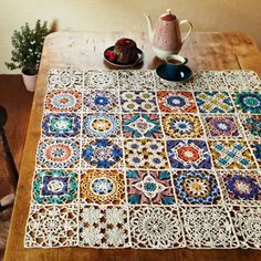 Free Crochet Table Runner Patterns - Knitting, Crochet, Dıy, Craft, Free Patterns - Diy and crafts interests Crochet Motifs, Crochet Squares, Thread Crochet, Crochet Granny, Filet Crochet, Crochet Doilies, Crochet Stitches, Knit Crochet, Crochet Patterns