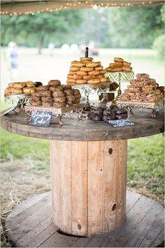 30 Perfect Ideas for A Rustic Wedding rustikale Hochzeit Donut Bar / www. Donut Bar Wedding, Wedding Food Bars, Wedding Catering, Cupcake Wedding Display, Wedding Snack Bar, Cheap Wedding Food, Cookie Bar Wedding, Catering Logo, Wedding Rentals