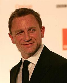 Daniel Craig Fanatics Daniel Craig 007, Daniel Craig James Bond, Rachel Weisz, Hot British Actors, James Bond Party, Daniel Graig, Jason Isaacs, Best Bond, Actor James