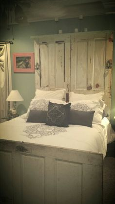 Door headboard - #doors #headboard #gogreenwh **Follow all our boards! www.pinterest.com/gogreenwh