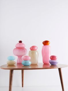 Discover recipes, home ideas, style inspiration and other ideas to try. Small Glass Jars, Green Vase, Glass Dishes, Pink Candy, Colored Glass, Decoration, Pantone, Glass Art, Cut Glass