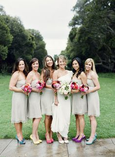 Photo via Project Wedding  Beige/neutral and bright flowers