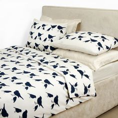 Brighten up your bedroom in an instant with this duvet set by Anorak. It includes a single duvet cover with one housewife pillowcase, each featuring the kissing robins design innavy on an antique ...