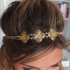 Headband or et sa tresse rose pâle